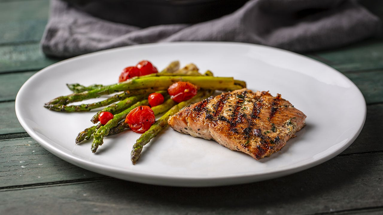 grilled salmon tomato and asparagus